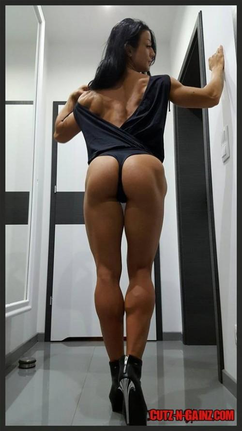 IFBB Figurmodel Alexandra Stasiak (@alexandra_stasiak) zeigt sexy Knackpo in High Heels