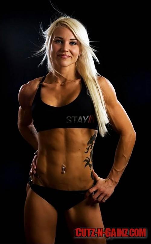 Fitnessmodel Heidi Vuorela (@heidi_lady) zeigt tolle Sixpack Bauchmuskeln und Tattoos