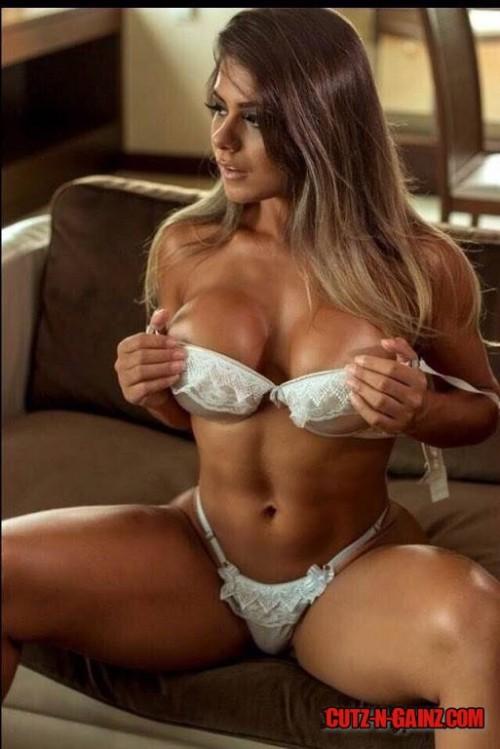 Fitnessmodel Maria Vicente zeigt perfekten Body in sexy Lingerie