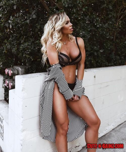 Das bekannte Fitnessmodel Lauren Drain Kagan zeigt die Früchte ihrer harten Arbeit im Gym bei diesem sexy Photoshooting. Lauren Drain Kagan hat das, was in der Szene als perfekter Body bezeichnet wird.