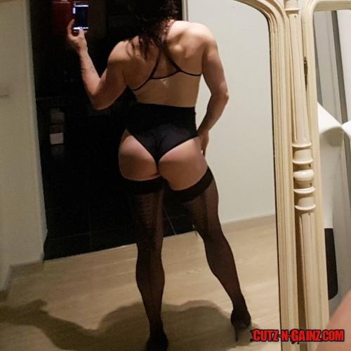 Die niederländische Bodybuilderin Marie Wattel zeigt sexy Knackpo in Lingerie. Da haben sich die Squats bezahlt gemacht!