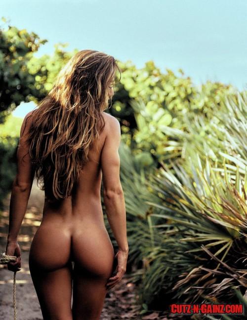 Fitnessmodel und Instagram Model Valentina Lequeux zeigt ihren sexy Knackpo komplett nackt auf diesem Foto.